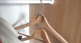 Platz sparen im Kleiderschrank