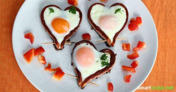 Spiegelei Braten fröhliches frühstück herz spiegeleier in würstchen rezept