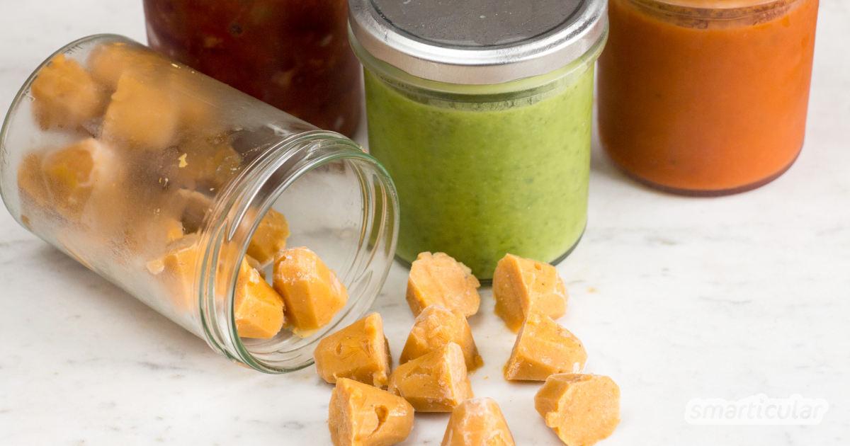 Suppen portionsweise einfrieren - plastikfrei in Sturzgläsern. Geht kinderleicht und sorgt dafür, dass sie schnell und einfach wieder aufgetaut werden können.