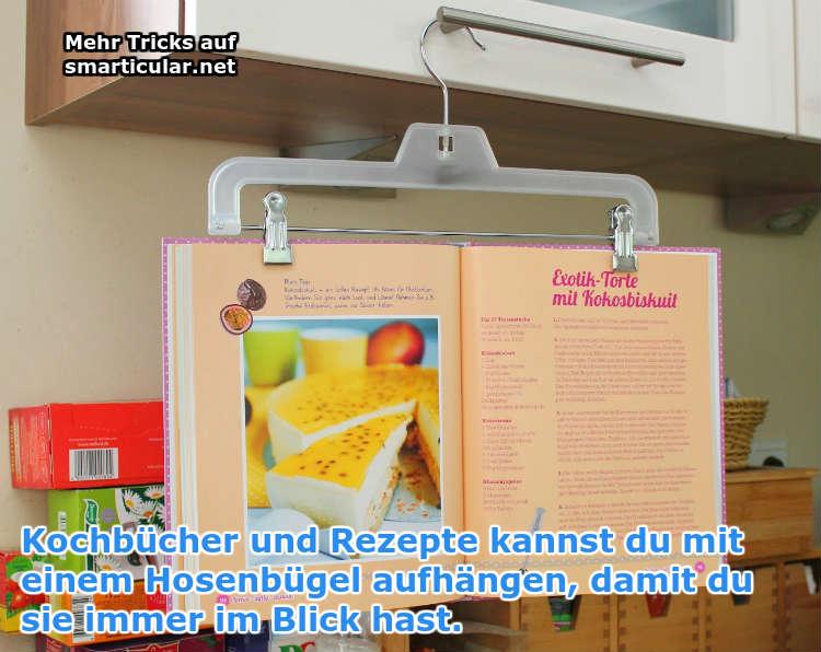 Kochbücher mit Kleiderbügel aufhängen