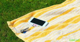 Wertgegenstsände sicher am Strand tarnen