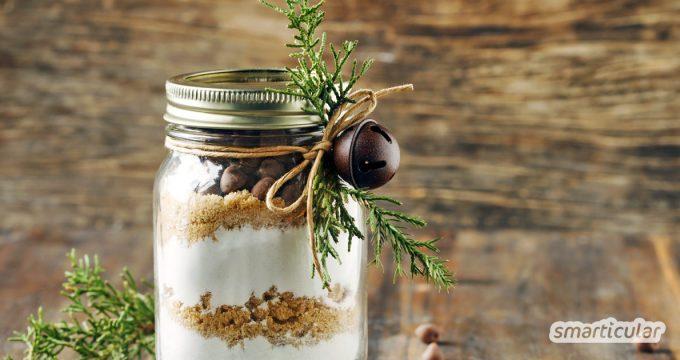 Eine originelle Geschenkidee für die letzte Minute. Mache deinen Lieben eine Freude mit einer selbstgemachten Backmischung für Kuchen, Kekse oder Brot.