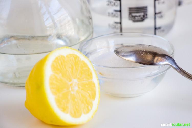 Statt teuren Klarspüler aus fragwürdigen Inhaltsstoffen für die Spülmaschine zu kaufen, kannst du ihn aus einfachen Hausmitteln schnell selber machen.