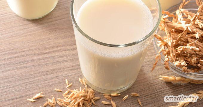 Selbst gemachte Dinkelmilch nach diesem einfachen Rezept ist viel preiswerter als gekaufte Pflanzendrinks. Sie ist eine echte, leckere Alternative zu Kuhmilch.