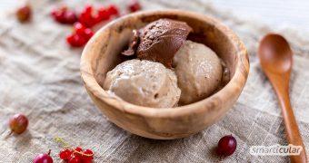 Eiscreme günstig und einfach selbermachen? Mit diesem Rezept geht das einfacher als je zuvor. Eine einzige Zutat und nur wenige Schritte zum leckeren Eis!