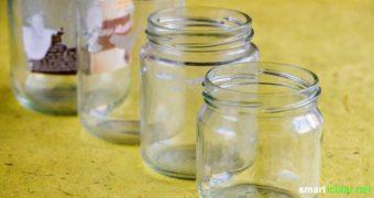 Wenn du Saftflaschen oder Gurkengläser von ihren Etiketten befreien willst gibt es einige clevere Methoden. Die wirkungsvollsten haben wir für dich getestet