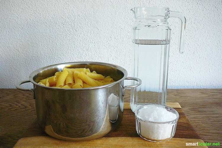 Zum Spülen und Putzen bedarf es nicht immer Chemie. Manchmal helfen auch die einfachsten Mittel beim Reinigen. So z.B. Nudelwasser. Kaum zu glauben, oder?