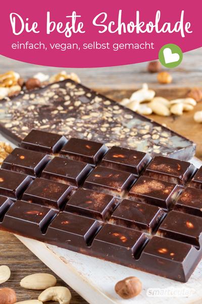 Vegane Schokolade selber machen? Das geht ganz leicht - mit nur drei Zutaten! Nach persönlichem Geschmack lassen sich viele weitere optionale Zutaten hinzufügen.