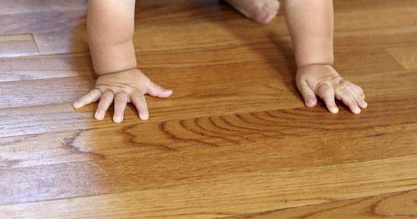 Mit diesen Tricks pflegst du deine Holzböden natürlich und beseitigst kleine Macken wie Kratzer, Dellen, Wasserflecken, Weinflecken, Verfärbungen und mehr