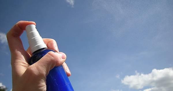 Ein effektives Deo ohne Aluminium, ohne Triclosan und auch ohne Natron? Geht das? Hier findest du ein leichtes Rezept für ein gesundes und günstiges Deo!