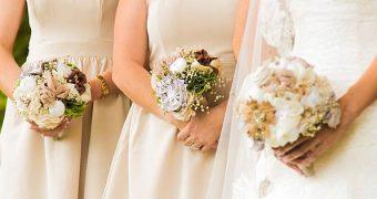 Hochzeiten sind wundervoll, können aber schnell richtig teuer werden - für Gastgeber und Gäste. Finde heraus, wie du ohne viel Geld tolle Geschenke machst!