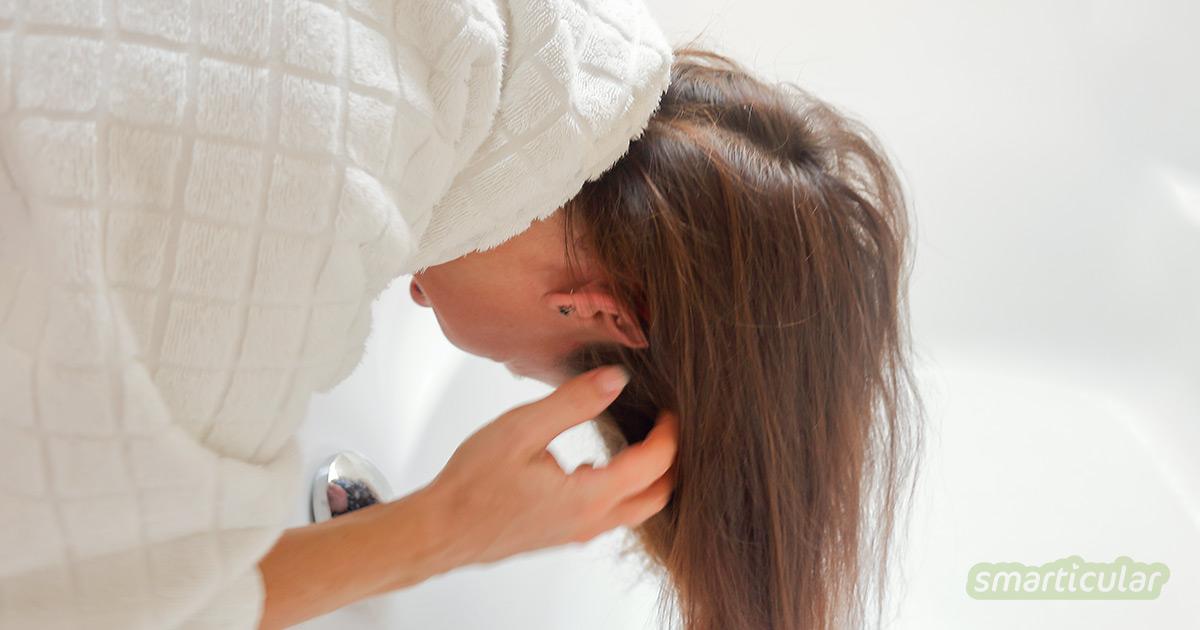 Hat dein Haar dringend eine Wäsche nötig, aber gerade heute fehlt die Zeit? Trockenshampoo ist eine Lösung. Selbstgemacht ist es auch noch sehr günstig!