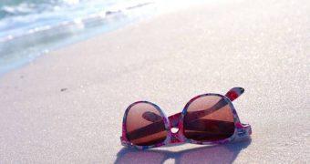 Sonnencreme im Sommer ist für viele normal. Wusstest du, dass Sonnencreme auch schaden kann? Erfahre hier, welcher Schutz sinnvoll ist und welcher nicht.