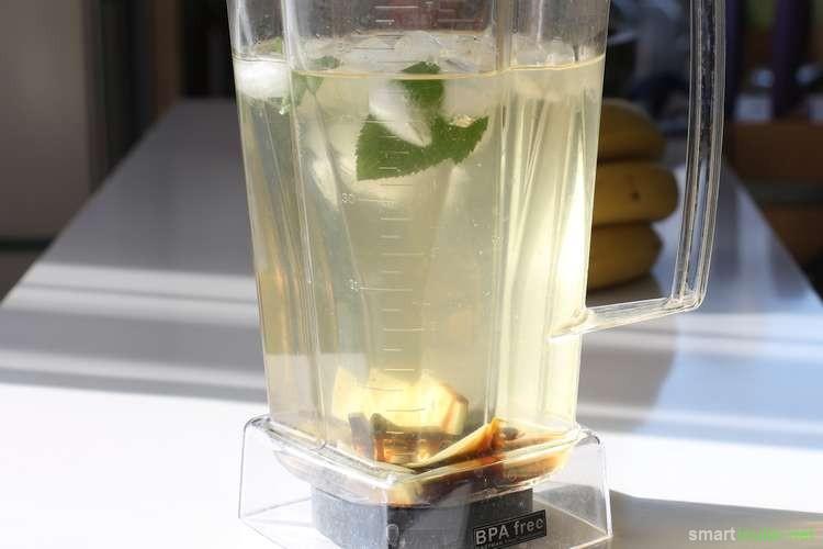 Im Sommer möchtest du statt Zuckerwasser eine gesunde Limo? Dann probiere mal diese natürliche Ingwer-Erfrischung! Sie ist schnell zubereitet und lecker.