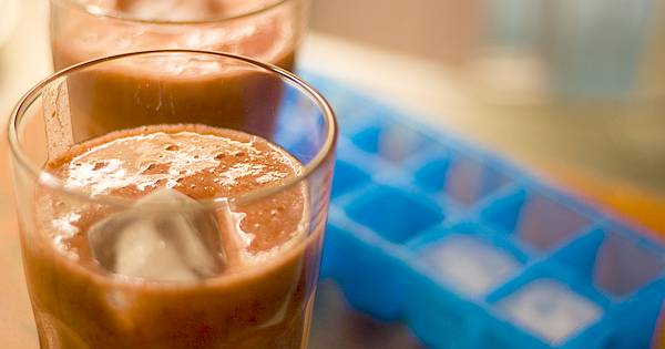 Im Sommer eine Erfrischung! Aber statt Cola & Co. lieber etwas gesundes? Mit diesen einfachen Rezepten zauberst du leckere, preiswerte Erfrischungsgetränke.
