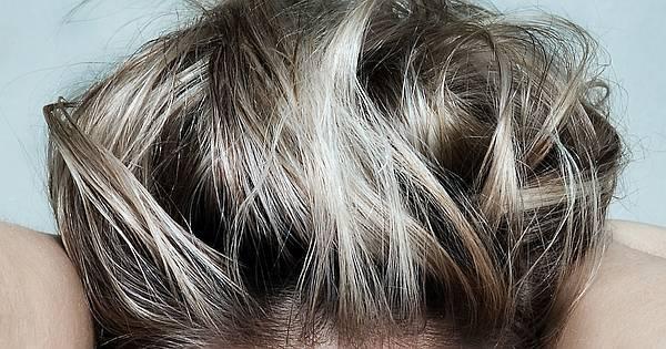 Teures Haargels aus der Tube wird mit diesem natürlichen und genial einfachen Rezept überflüssig! In wenigen Minuten stellst du Haargel und Haarfestiger her