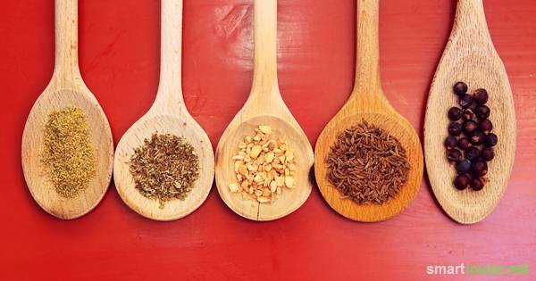 Viele Hausmittel fördern unsere Verdauung. Finde heraus, wie du Leinsamen, Kräutertees, Sauerkraut und andere Lebensmittel zur Anregung der Verdauung nutzt!