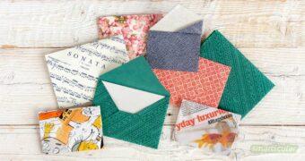 Statt für eine Grußkarte oder einen Gutschein ein Standardkuvert zu kaufen, lässt sich aus Altpapier ein umweltfreundlicher und viel persönlicherer Briefumschlag falten.