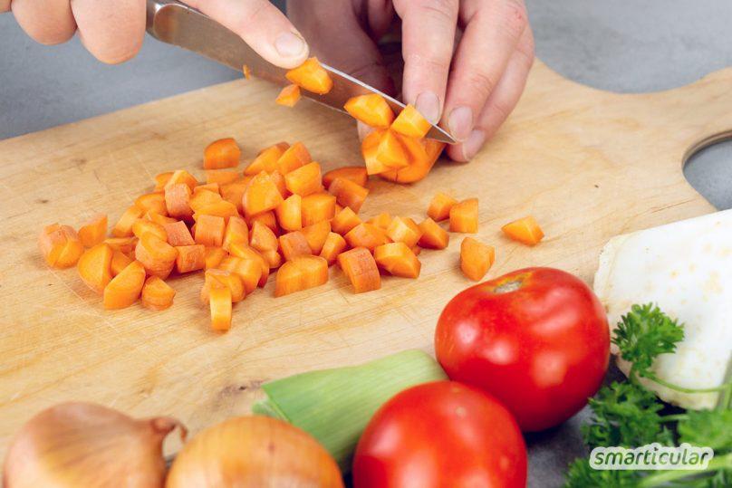 Instant-Gemüsebrühe enthält meist nur sehr wenig Gemüse und umso mehr Zusatzstoffe. Mit 90 Prozent Gemüseanteil kannst du gekörnte Brühe einfach selber machen.