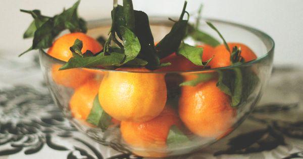 An kalten und dunklen Tagen ist das Mandarinenöl für deine Stimmung. Es hilft aber auch bei Verdauungsproblemen und wirkt beruhigend und ausgleichend