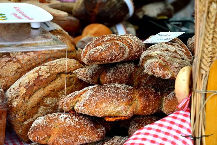 Immer mehr traditionelle Lebensmittel verschwinden aus den Regalen. Brot ist durch das Bäckereisterben besonders bedroht. Finde heraus, was du tun kannst