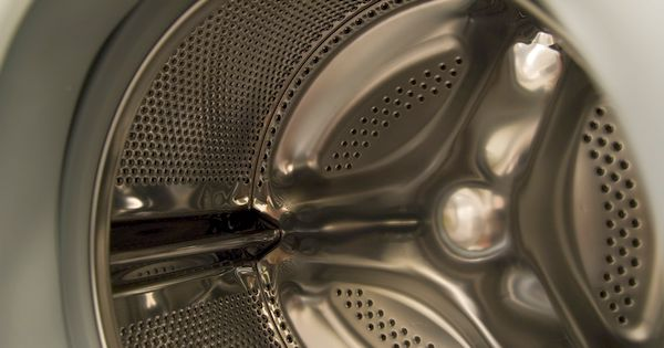 Waschmaschinen und Trockner gehören in vielen Haushalten zu den größten Stromfressern. Mit ein paar Tricks sparst du Strom, Wasser und Geld beim Waschen!