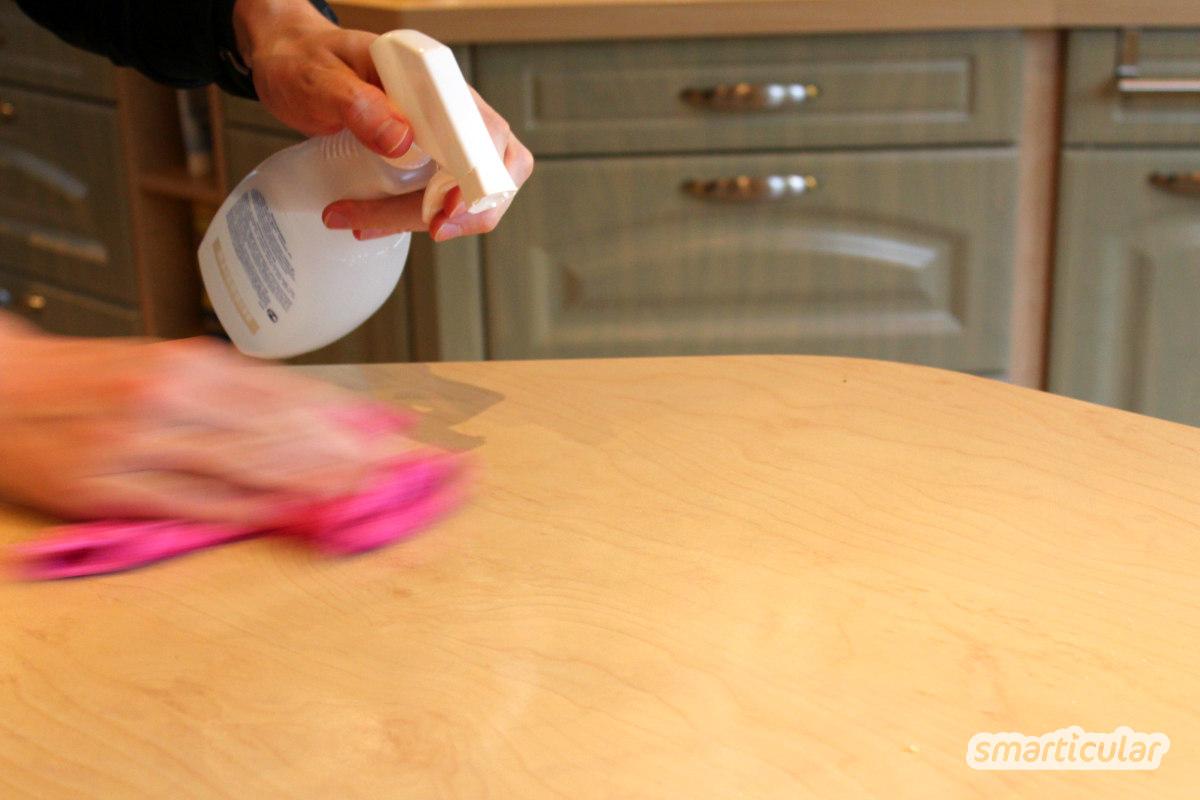 Dieser Universalreiniger ist wirklich ein kleines Zauberspray. Aus einfachen Hausmitteln hergestellt lässt sich mit ihm fast der gesamte Haushalt reinigen.