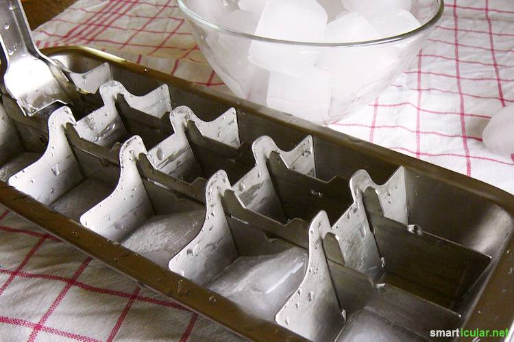 Wenn du auf Kunststoff weitestgehend verzichten oder Abfall vermeiden möchtest, gibt es ein paar clevere Alternativen für die Herstellung von Eiswürfeln.
