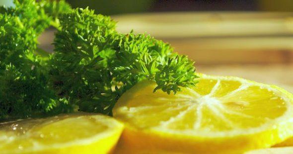 Petersilie und Zitrone zum Abnehmen