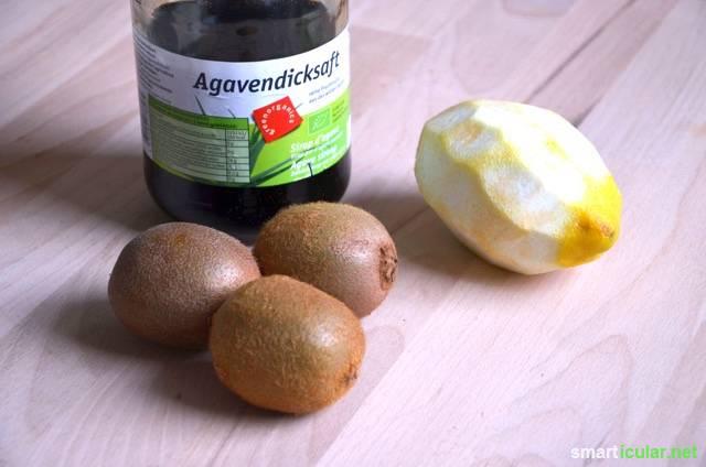 Stört dich auch der viele Zucker in herkömmlichen Fruchtaufstrichen? Mit diesem Rezept stellst du eine leckere, fruchtige und zuckerarme Marmelade her.