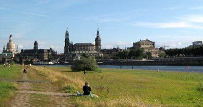 Dresdner räumen die Elbwiesen auf