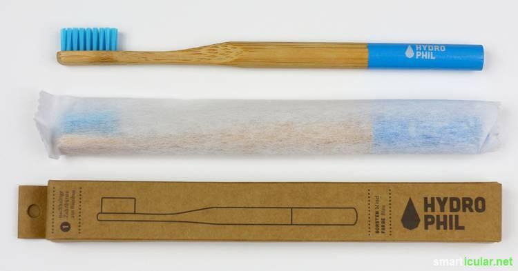 Zähne putzen ohne Kunststoff? Geht das? Wir haben Zahnbürsten aus Bambus und Buchenholz getestet und verglichen. Hier das Ergebnis.