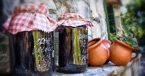 Jede Kultur hat ein besonderes Mittel gegen Verdauungsprobleme. In Kroationen nutzt man die grünen Walnüsse zur Herstellung eines besonders leckeren Likörs!