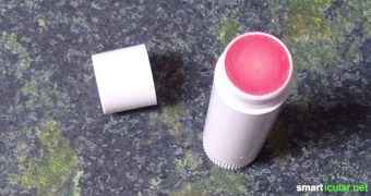 Viele Pflege- und Naturkosmetikprodukte kann man leicht selber machen. Sogar Bio-Lippenstift kannst du ganz einfach daheim in der Küche herstellen!