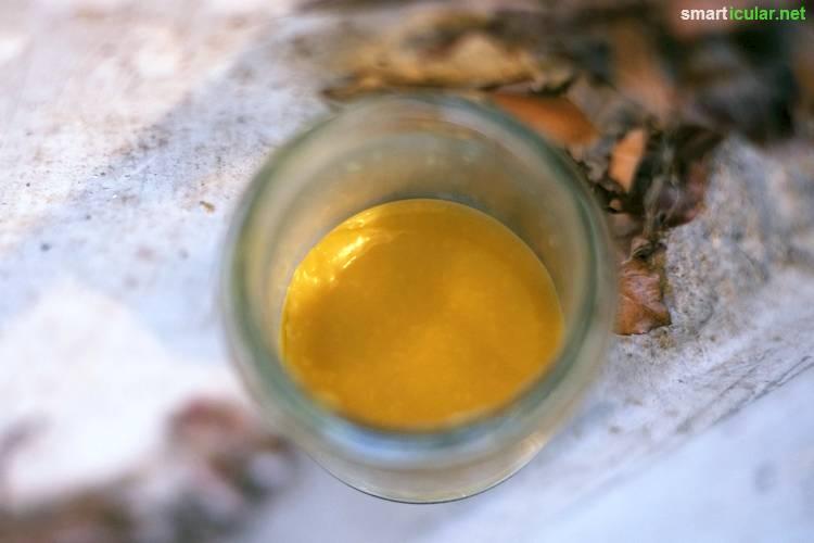 Mit diesem Rezept stellst du aus nur drei Zutaten einen fantastisch riechenden und wirksamen Balsam her. Gegen Insektenstiche, spröde Lippen und viel mehr!