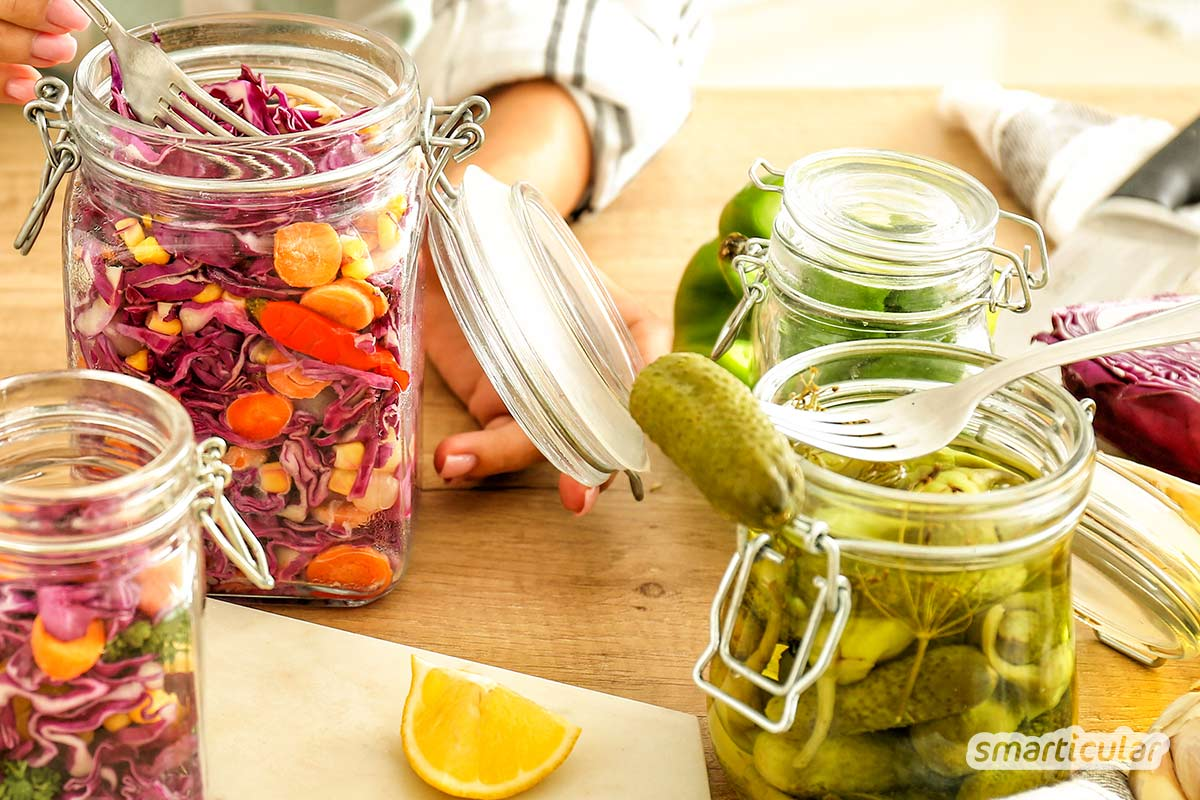 Fermentiertes Gemüse lässt sich ganz einfach selber herstellen, ist gesund und hält sich das ganze Jahr lang!