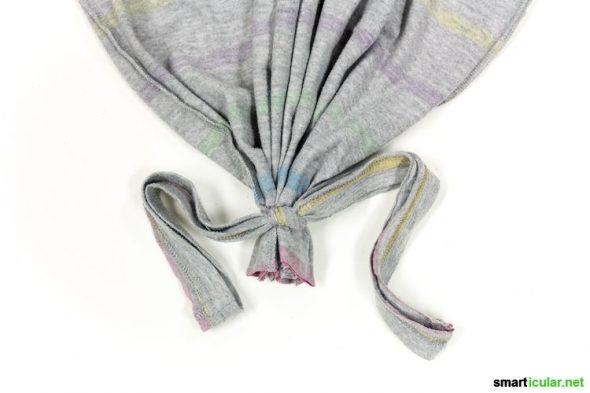Einfacher kann Upcycling kaum sein! Ganz ohne Nähen machst du aus einem alten Shirt einen schicken Einkaufsbeutel. Hier geht´s zur Anleitung.