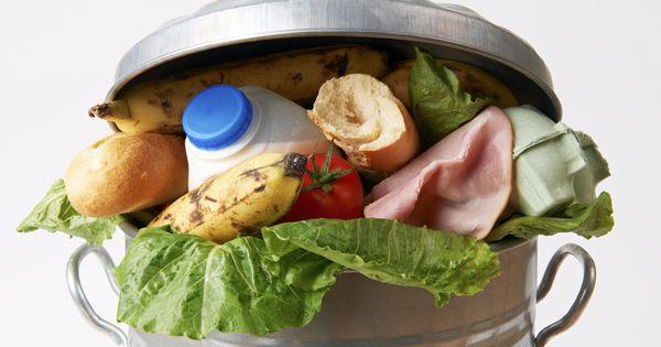 Mehr als die Hälfte aller Erzeugten Nahrungsmittel landen im Abfall. Mit einfachen Schritten, kannst du die Verschwendung reduzieren!
