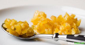 Mit diesen Rezepten kannst du aus nur zwei Zutaten köstliches Zitronat sowie Orangeat zum Backen und Naschen herstellen. Ohne Abfall und Zusatzstoffe.