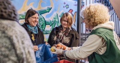 Es gibt viele Wege, Gutes zu tun. Auch ohne Geld kannst du mit deinem Engagement anderen helfen.