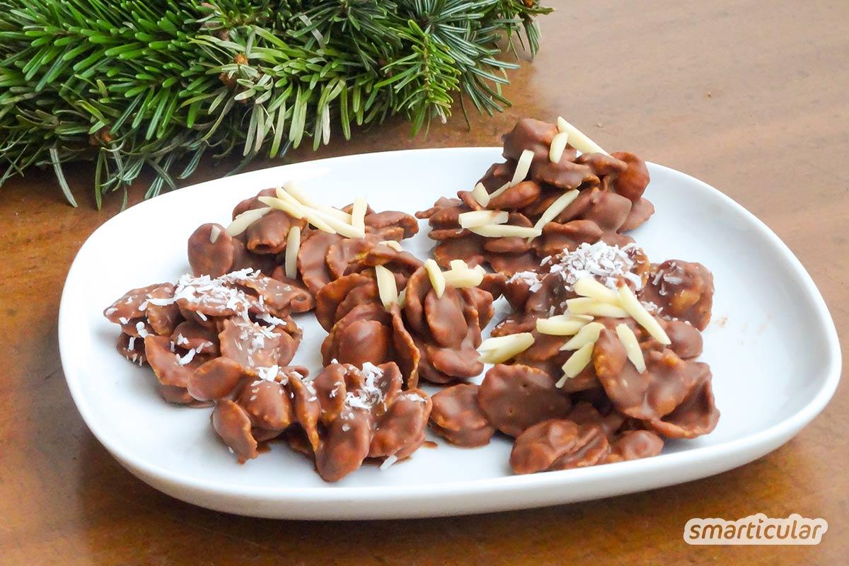 Reste von Schokoladen-Weihnachtsmännern und -Nikoläusen lassen sich noch verwerten - du kannst sie upcyceln zu Schokoaufstrich, Trinkschokolade oder Knusper-Flakes.