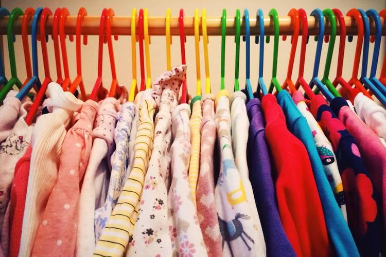 Kleidung, Hilfe, Wohnung: Fast alles lässt sich nachhaltig tauschen statt kaufen. Lerne die besten Plattformen zum Tausch von Dingen und Unterstützung kennen!