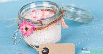 Selbstgemachte Badesalze enthalten keine synthetischen Zusätze und kommen mit wenigen, dafür natürlichen Zutaten aus. Purer Luxus für Körper, Geist und Seele!