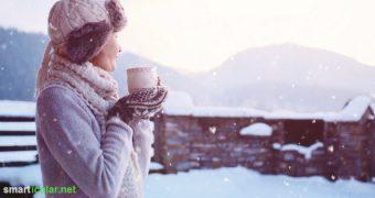 Mit diesen Kräuter-Tees aus Mistel, Johanniskraut, Wegwarte und Co. kommst du ohne Stimmungstiefs durch die dunkle Jahreszeit.