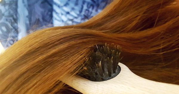 Vergiss Shampoo, Spülung, Haarspray & Co., denn alles, was du für schönes, gesundes Haar brauchst, ist eine gute Bürste. Der Grund für Haar-Probleme ist meist nicht zu wenig Pflege, sondern zu viel!