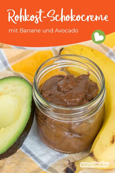 Diese rohköstliche und vegane Schokocreme mit Banane und Avocado ist schnell gemacht, superlecker und viel gesünder als Nutella.