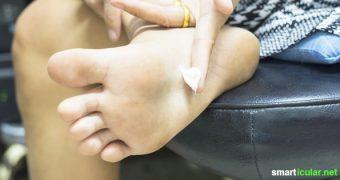 Plagen dich auch hin und wieder trockene, rissige Fußsohlen? Mit dieser einfachen Fußbutter zum Selbermachen werden sie über Nacht wieder schön und gepflegt.
