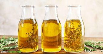 Mit gehaltvollen Kräuterölen kannst du Würz- und Wildkräuter kinderleicht konservieren und vielseitig verwenden. So einfach kannst du die würzigen Öle selber machen!