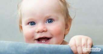 Für manche Familien ist die Zeit des Zähnekriegens eine regelrechte Leidenszeit. Mit diesen natürlichen Mitteln kannst du deinem Baby das Zahnen erleichtern.