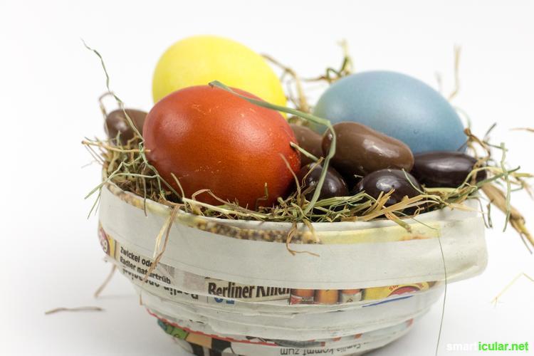 Statt fertige Osterkörbchen mit viel Plastik zu kaufen, kannst du tolle Osternester aus Altpapier, Gläsern und anderen Recycling-Materialien herstellen.